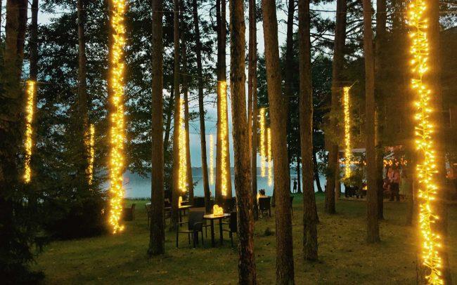 Vestuvių dekoravimas LED kriokliais Nakcižibyje