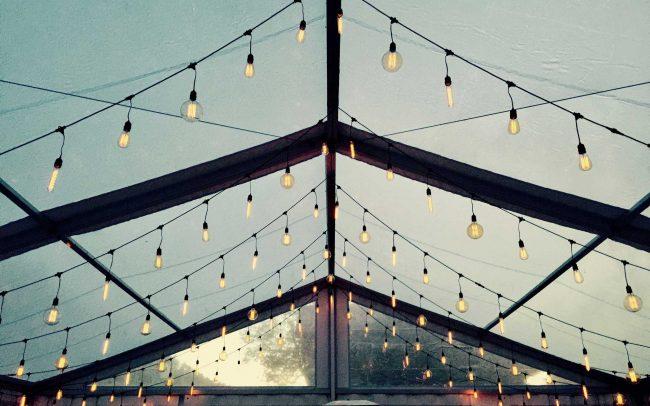 Vintažinių lempučių girliandų nuoma vestuvėms