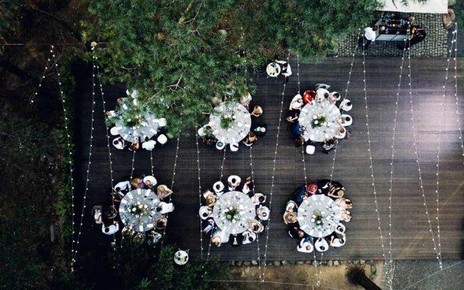 Šventinių LED lempučių girliandų stambiais burbulais nuoma vestuvėms ir renginiams